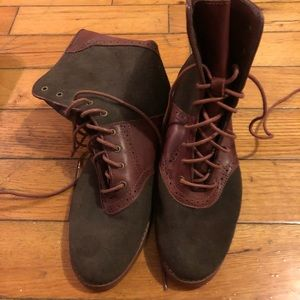 Bass leather and suede lace up boots